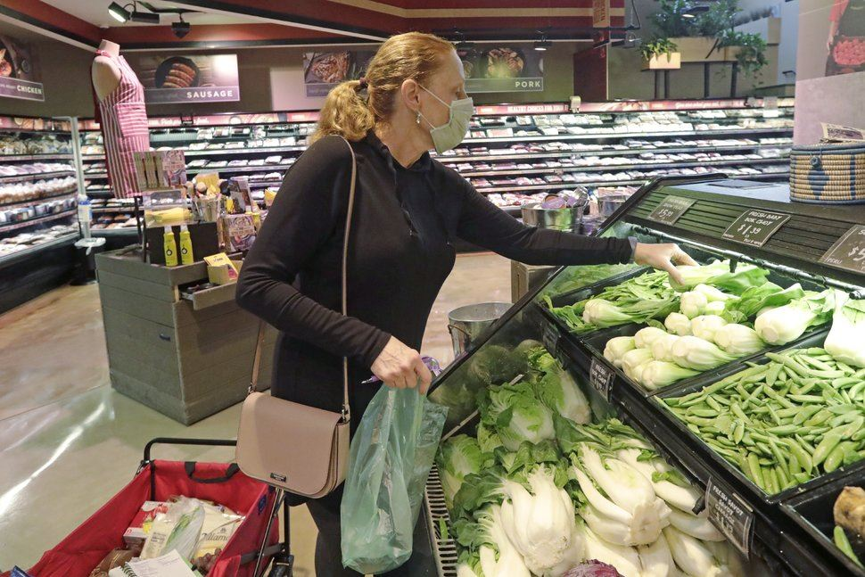 woman wearing cloth mask in grocery store